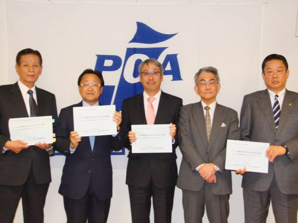 日本ゴルフ場経営者協会小栗理事長、PGA倉本会長、全日本ゴルフ練習場連盟石井会長、経営戦略会議廣瀬座長、PGA井上副会長(左から)